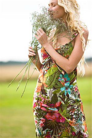 smelly - Young woman holding bunch of flowers Stock Photo - Premium Royalty-Free, Code: 6108-05861500