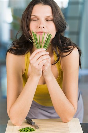 smelly - Woman smelling chives Stock Photo - Premium Royalty-Free, Code: 6108-05862394