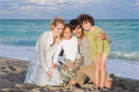 Portrait of a family smiling Stock Photo - Premium Royalty-Free, Code: 6108-05864043