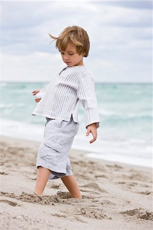 Boy playing on the beach Stock Photo - Premium Royalty-Free, Code: 6108-05864099