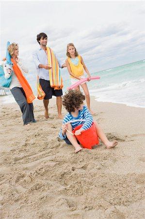 Family enjoying vacations on the beach Stock Photo - Premium Royalty-Free, Code: 6108-05864156