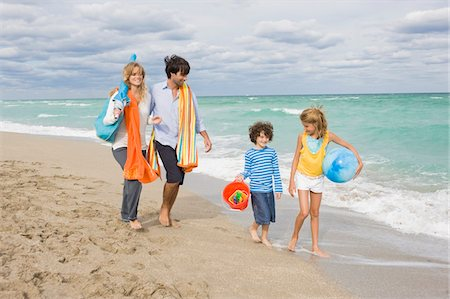 Family enjoying vacations on the beach Stock Photo - Premium Royalty-Free, Code: 6108-05864164