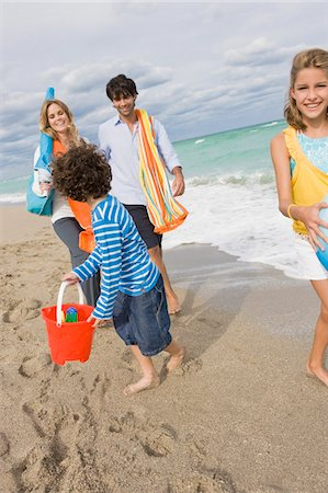 Family enjoying vacations on the beach Stock Photo - Premium Royalty-Free, Code: 6108-05864166