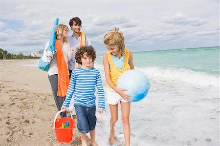 Family enjoying vacations on the beach Stock Photo - Premium Royalty-Free, Code: 6108-05864171