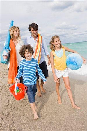 Family enjoying vacations on the beach Stock Photo - Premium Royalty-Free, Code: 6108-05864132