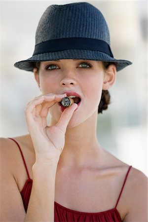 Fashion model smoking a cigar Stock Photo - Premium Royalty-Free, Code: 6108-05864349