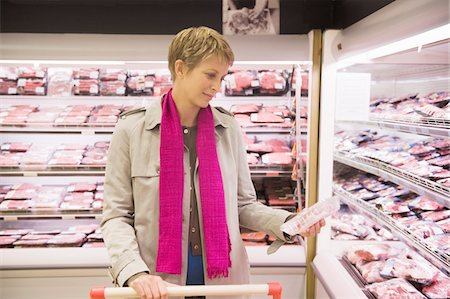 Woman shopping in a supermarket Stock Photo - Premium Royalty-Free, Code: 6108-05864508