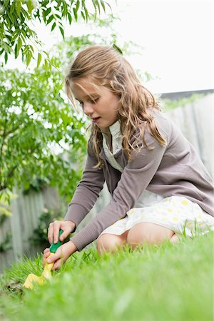 Girl gardening with a trowel Stock Photo - Premium Royalty-Free, Code: 6108-05866367