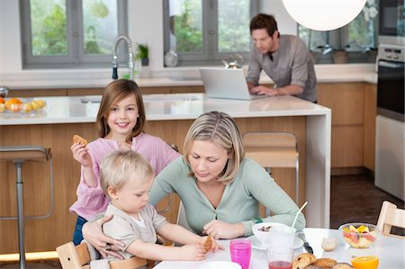 preteen kissing - Family at a breakfast table Stock Photo - Premium Royalty-Free, Code: 6108-05867391