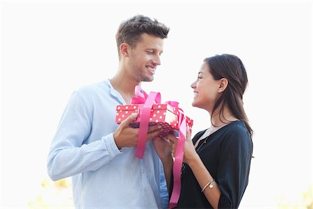 Man giving a present to his girlfriend Stock Photo - Premium Royalty-Free, Code: 6108-05869564