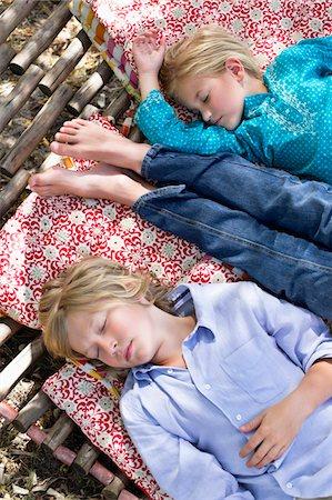 Tired little siblings sleeping in hammock Stock Photo - Premium Royalty-Free, Code: 6108-05872695