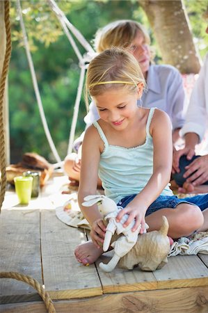 Children playing with toys in tree house Stock Photo - Premium Royalty-Free, Code: 6108-05872731