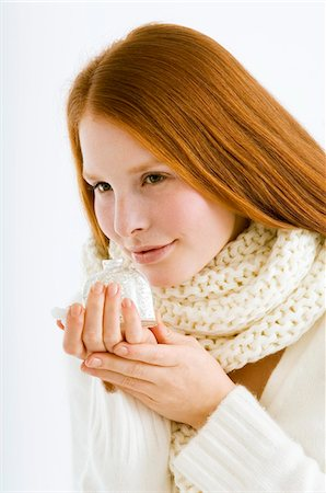 smelly - Close-up of a young woman smelling perfume from a bottle Stock Photo - Premium Royalty-Free, Code: 6108-05873576