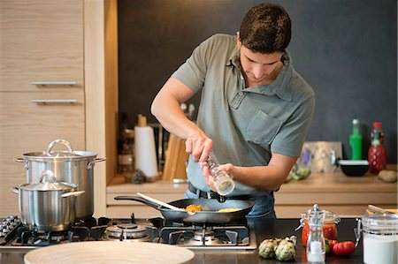 Man preparing food in the kitchen Stock Photo - Premium Royalty-Free, Code: 6108-06166265