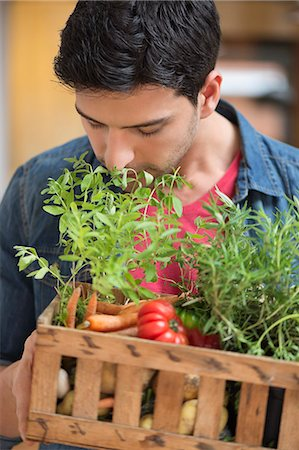smelly - Man carrying fresh vegetables in a crate Stock Photo - Premium Royalty-Free, Code: 6108-06166667