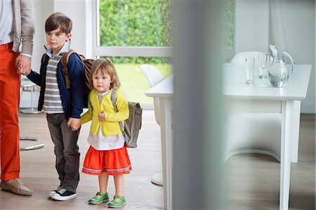 Children with their father leaving for school Foto de stock - Sin royalties Premium, Código: 6108-06166848