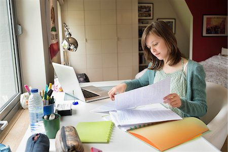 studying (all students) - Girl studying at home Stock Photo - Premium Royalty-Free, Code: 6108-06167254