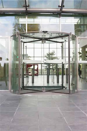 sin autorización de la propiedad - Revolving door of an office building Foto de stock - Sin royalties Premium, Código: 6108-06168060