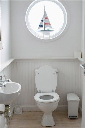 Interiors of a bathroom Stock Photo - Premium Royalty-Free, Code: 6108-06904338