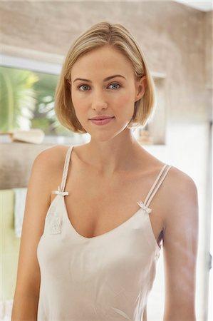 Portrait of a beautiful woman Stock Photo - Premium Royalty-Free, Code: 6108-06905549