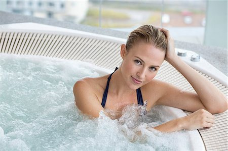 Portrait of a beautiful woman in a hot tub Stock Photo - Premium Royalty-Free, Code: 6108-06905795