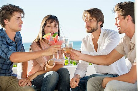 Group of friends toasting drinks outdoors on vacation Foto de stock - Sin royalties Premium, Código: 6108-06906805
