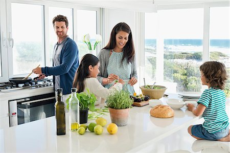 Family preparing food in the kitchen Stock Photo - Premium Royalty-Free, Code: 6108-06907060