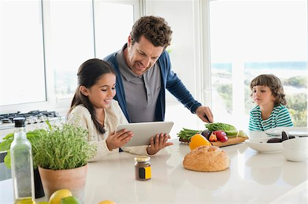 Man preparing food for his children Stock Photo - Premium Royalty-Free, Code: 6108-06907104