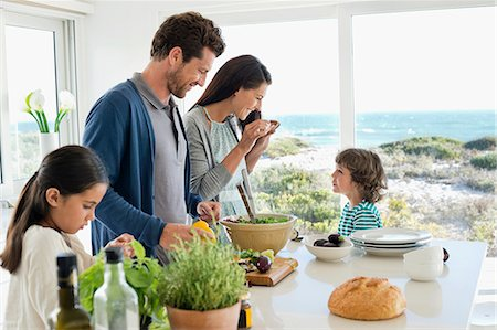 Family preparing food in the kitchen Stock Photo - Premium Royalty-Free, Code: 6108-06907597