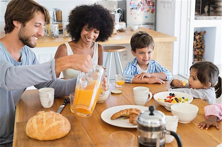 drink (non-alcohol) - Family at breakfast table Stock Photo - Premium Royalty-Free, Code: 6108-06907628