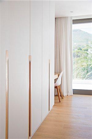 Interior of modern house corridor Stock Photo - Premium Royalty-Free, Code: 6108-08725075