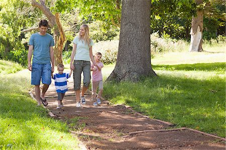 property release - A family moving closer towards the camera in the park Stock Photo - Premium Royalty-Free, Code: 6109-06004013