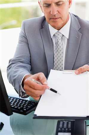 report - Boss showing a file in a bright office Stock Photo - Premium Royalty-Free, Code: 6109-06005343