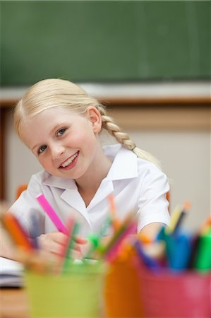 pretty draw - Happy smiling little girl paining in class Stock Photo - Premium Royalty-Free, Code: 6109-06007602