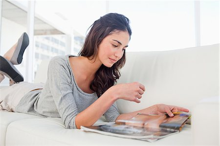 Student reading a magazine Stock Photo - Premium Royalty-Free, Code: 6109-06194788
