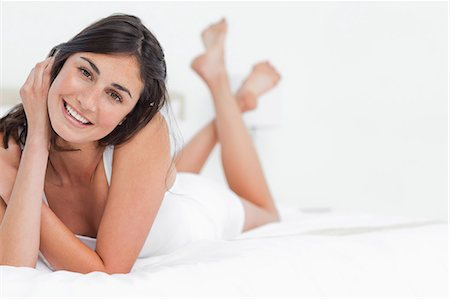 Portrait of a attractive woman on a bed Stock Photo - Premium Royalty-Free, Code: 6109-06194942