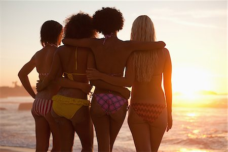 rear - Young attractive women holding each other in front of the ocean Stock Photo - Premium Royalty-Free, Code: 6109-06195403