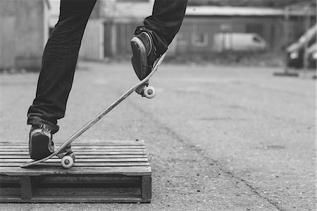 Skater doing manual trick on a wooden crate Stock Photo - Premium Royalty-Free, Code: 6109-06781434