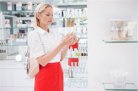 Pretty blonde shopping for beauty products Stock Photo - Premium Royalty-Free, Code: 6109-08204398