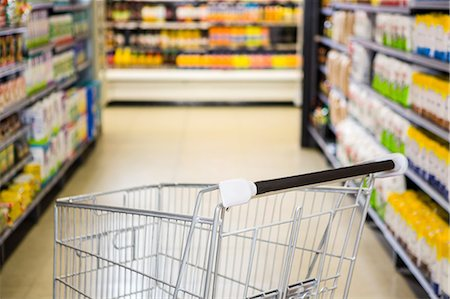 empty shopping cart - View of an empty trolley Stock Photo - Premium Royalty-Free, Code: 6109-08389998