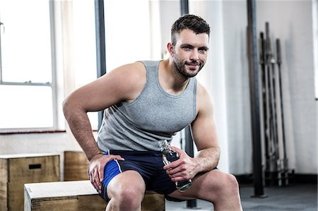 Fit man taking a break from working out Stock Photo - Premium Royalty-Free, Code: 6109-08397752