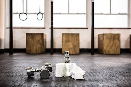 equipment - Silver dumbbells in the studio Stock Photo - Premium Royalty-Free, Code: 6109-08397716