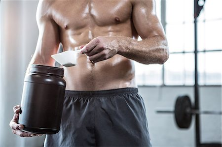 Fit man making his protein shake Stock Photo - Premium Royalty-Free, Code: 6109-08397881