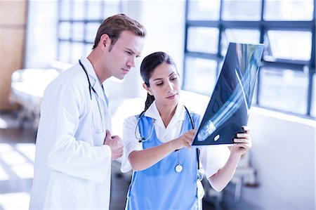 staff - Medical team looking at x-ray together Stock Photo - Premium Royalty-Free, Code: 6109-08399351