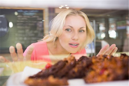 Pretty blonde choosing a cake in a cafe Stock Photo - Premium Royalty-Free, Code: 6109-08488680