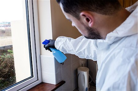 prevention - Man doing pest control in kitchen Stock Photo - Premium Royalty-Free, Code: 6109-08537557
