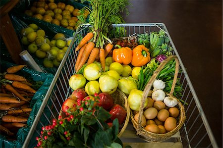Variety of vegetables and fruits on shelf in supermarket Stock Photo - Premium Royalty-Free, Code: 6109-08701574