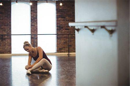 Ballerina wearing ballet shoes in the studio Stock Photo - Premium Royalty-Free, Code: 6109-08802196