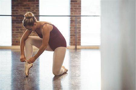 Ballerina wearing ballet shoes in the studio Stock Photo - Premium Royalty-Free, Code: 6109-08802198