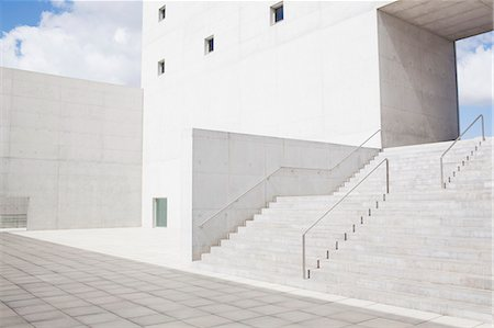 edificio - Modern building and stairs Foto de stock - Sin royalties Premium, Código: 6113-06497908